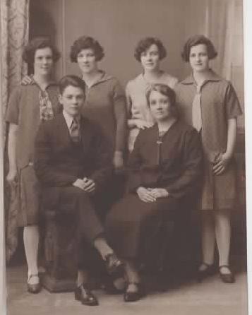 c1927 Lena, Eva, Bessie, Edith, Wilfred, Sarah
